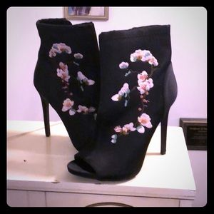 Just Fab embroidered peep toe bootie